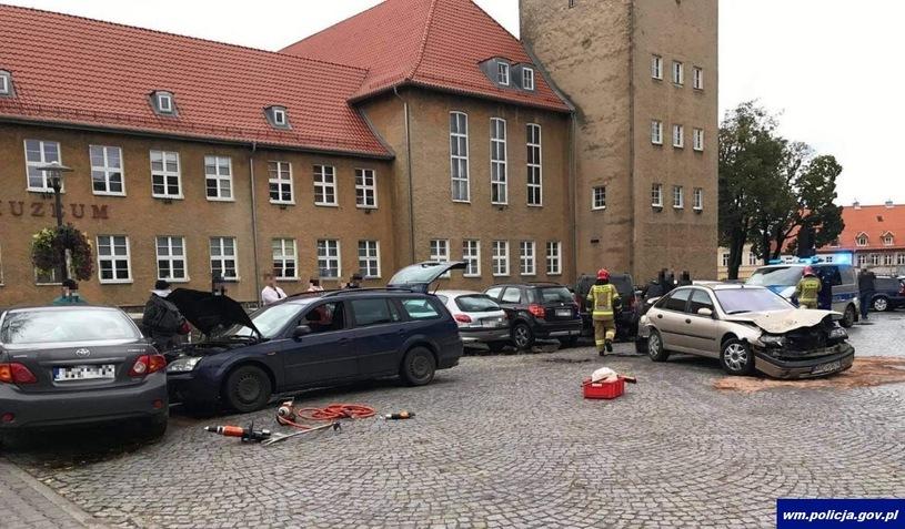 Karambol w Szczytnie. Kierowca uszkodził sześć aut
