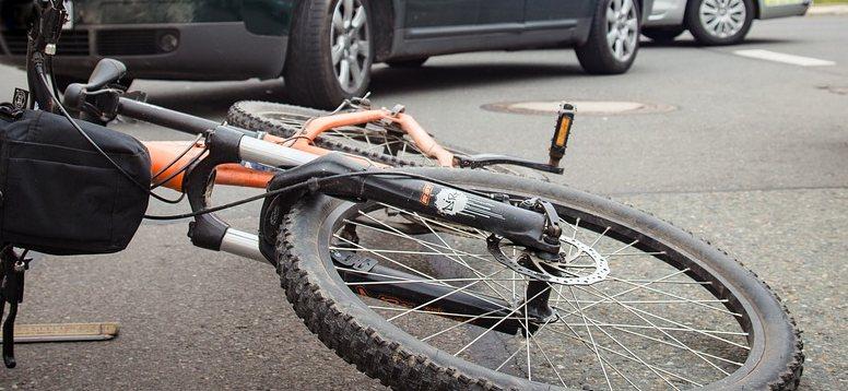 Rowerzysta wjechał na S8
