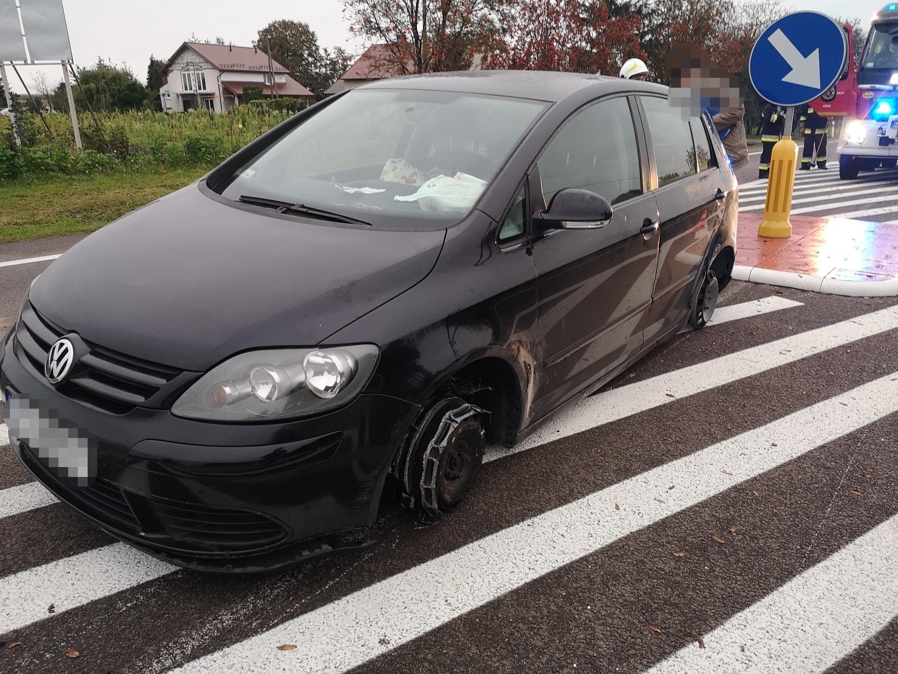 Kierowca jechał mimo braku dwóch opon