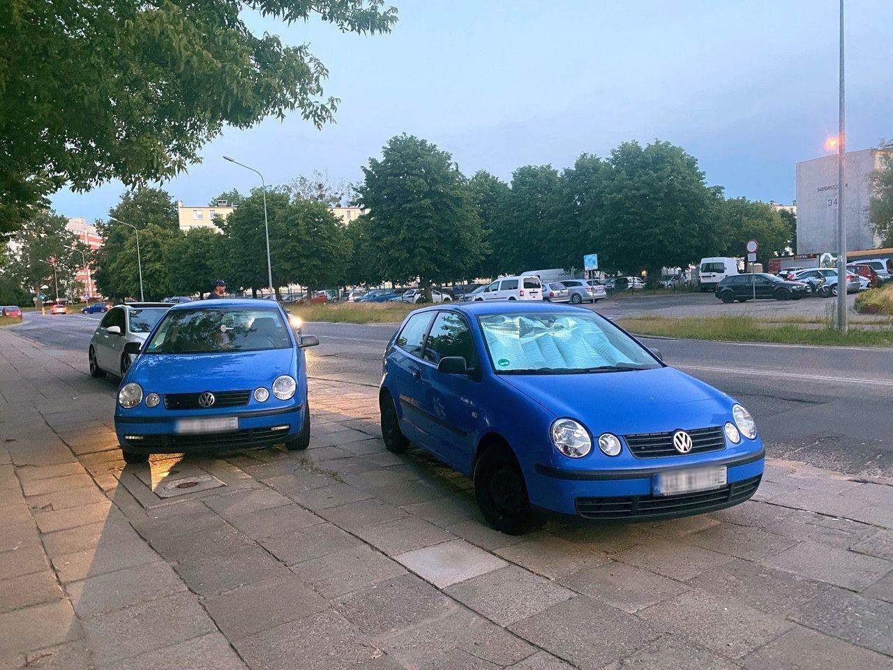 Spotkała na ulicy identyczne auto do swojego. Miało te same numery rejestracyjne