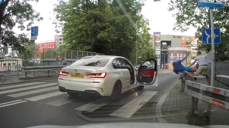 Kierowca BMW pobił pieszego