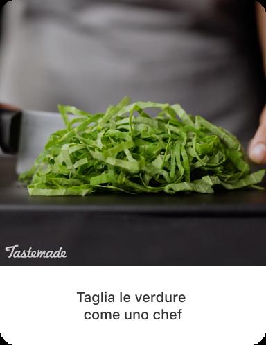 Immagine finale di verdura a foglia verde tagliata a listarelle con testo descrittivo