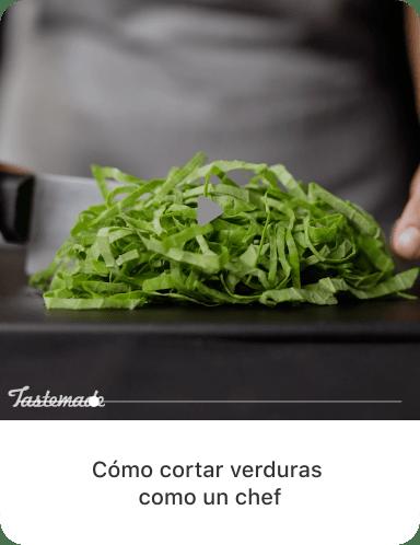 """Imagen final de vegetales de hoja verde cortados con la descripción """"Cómo cortar vegetales de hoja verde como un chef"""""""