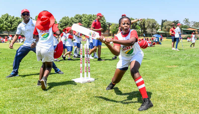 Kagiso Rapulana of the Lions working with children from Qhoweng Primary School during the KFC Mini-Cricket Provincial Festival at Queens High School