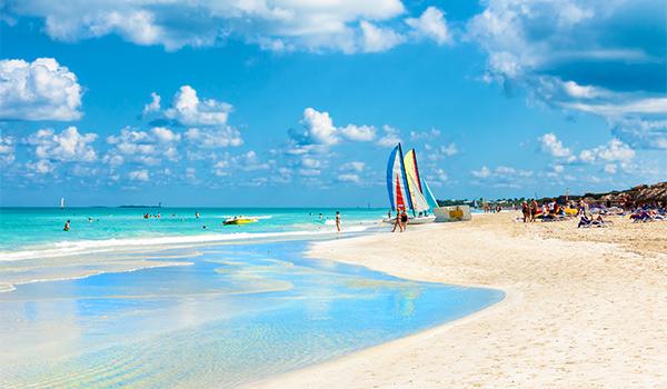 Catamarans sur la plage de Varadero