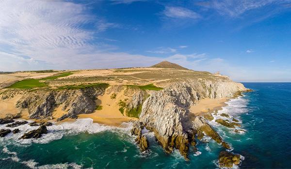 Désert à Los Cabos rencontrant l'océan