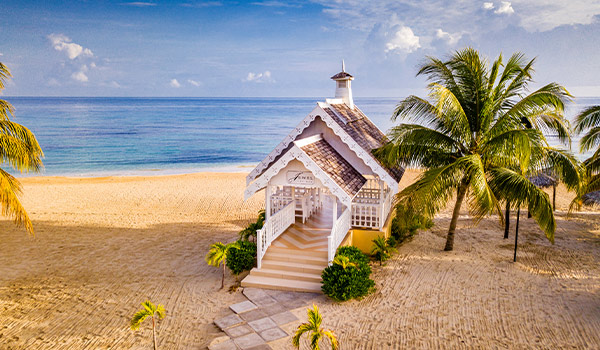 Charming wedding chapel on the beach
