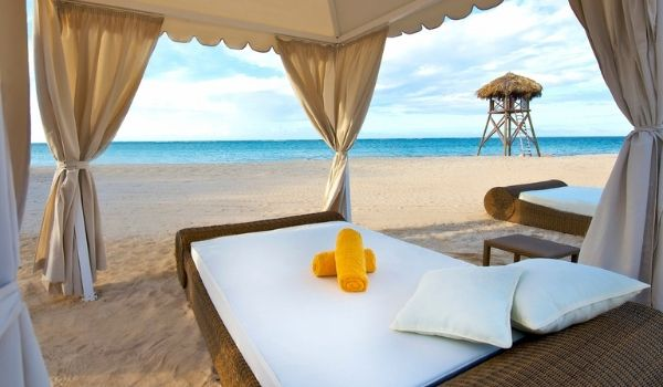 Massage beds on the beach