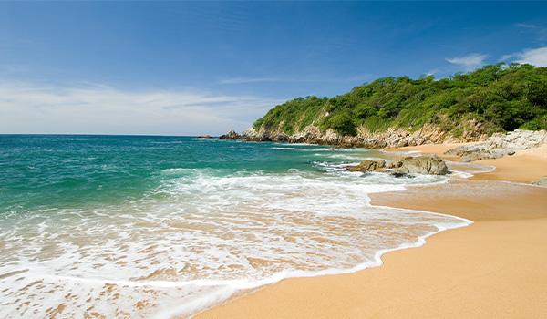 Magnifique plage de la baie de Huatulco