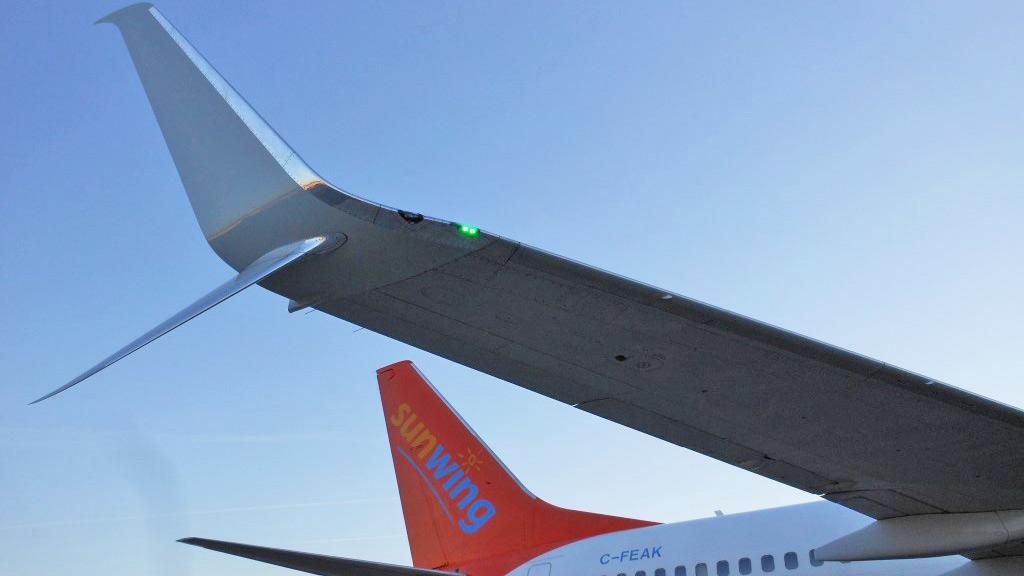 737-800 tail
