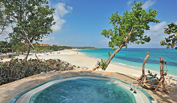 Jacuzzi on a cliff overlooking the beach