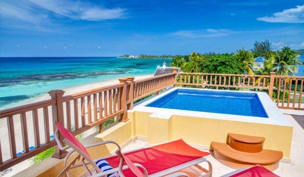 Balcon privé avec baignoire à remous donnant sur l'océan