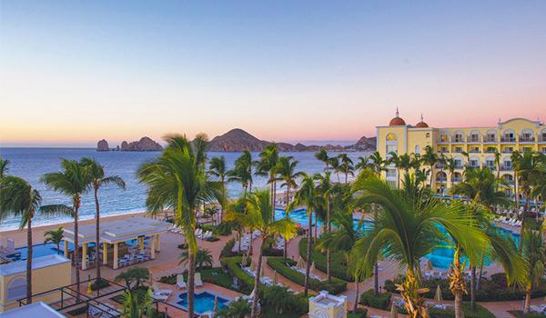 Côte de Los Cabos au coucher du soleil