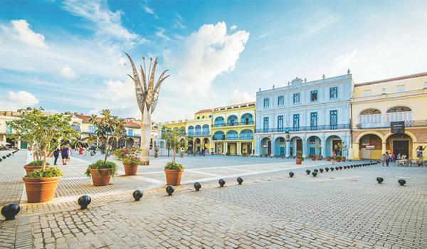 Immeubles historiques bleus et jaunes à La Havane