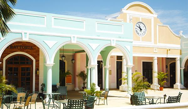 Immeubles coloniaux avec terrasse