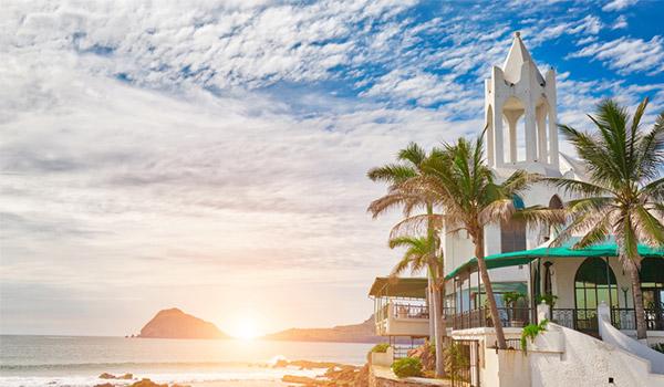 Côte Pacifique de Mazatlán au coucher de soleil