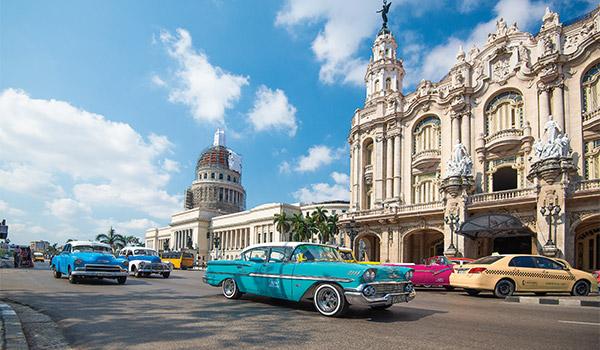 Prise de vue aérienne d'immeubles de l'époque coloniale dans la Vieille Havane.