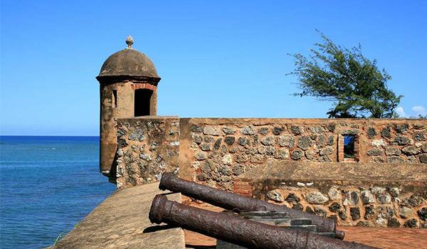 The original canons of Fort San Felipe overlooking the Caribbean Sea