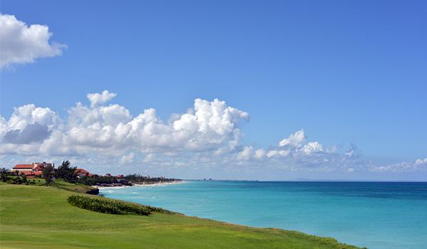 Le magnifique parcours du Varadero Golf Club donnant sur la mer