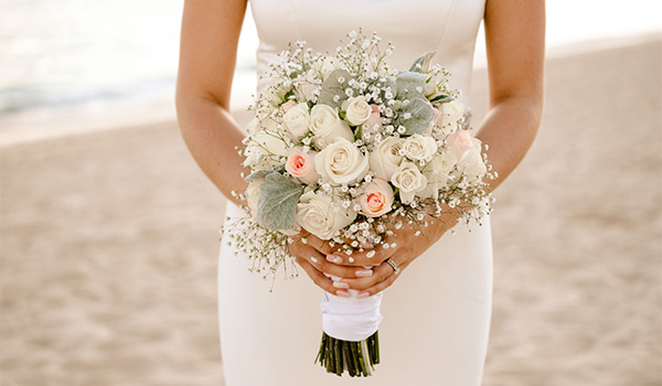 Close up shot of Lauren's wedding bouquet