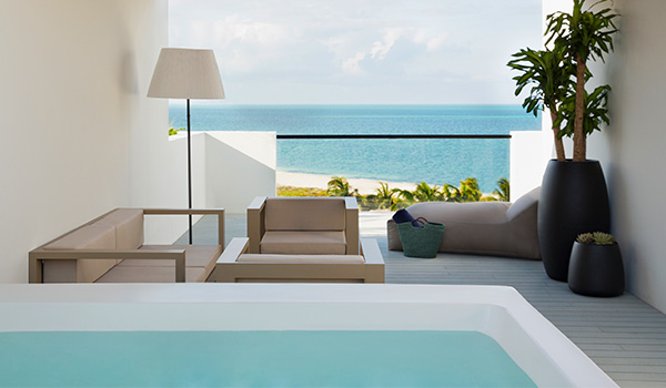 Hotel suite with a rooftop Jacuzzi overlooking the ocean