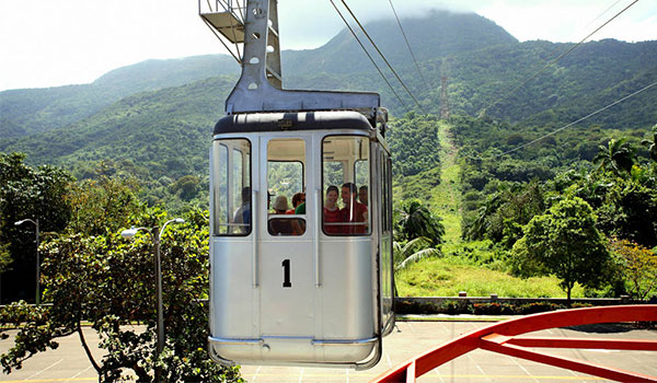 Travellers riding the Teleferico down Mount Isabel