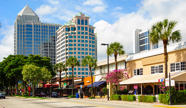 Palm-lined streets of Las Olas Boulevard, featuring patios and trendy boutiques.