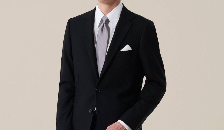 おしゃれなブラックスーツの画像