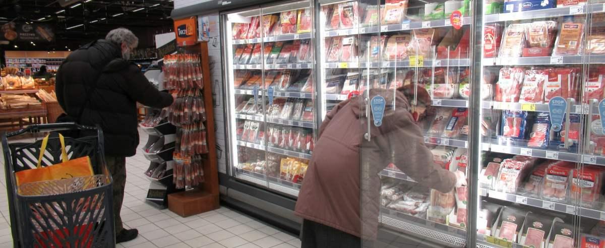 PHOTO: ZOFIA I MAREK BAZAK / EAST NEWS 28.03.2021. Warszawa N/Z Przedswiateczne zakupy w hipermarkecie Carrefour