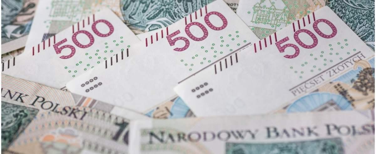 fot: Arkadiusz Ziolek/ East News. 17.04.2020. n/z Polskie banknoty 500 zl.