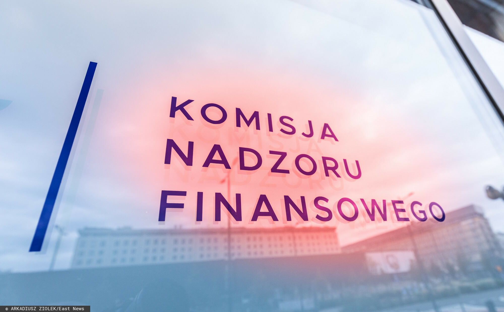 fot: Arkadiusz Ziolek/ East News. n/z Logo KNF - Komisja Nadzoru Finansowego.