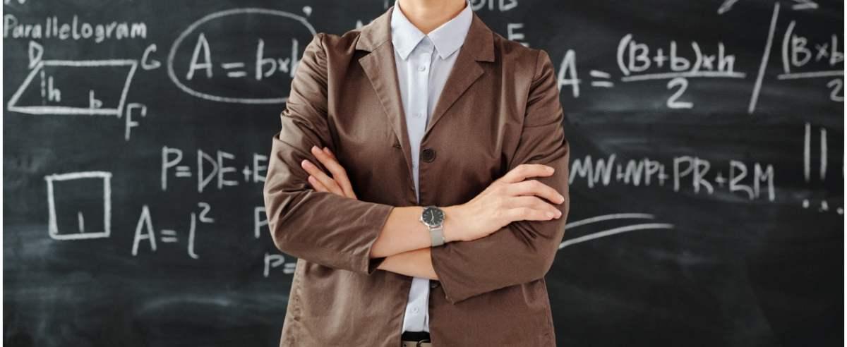 Trzynasta pensja nauczycieli trafiła do lokalu ogarniętego kryzysem