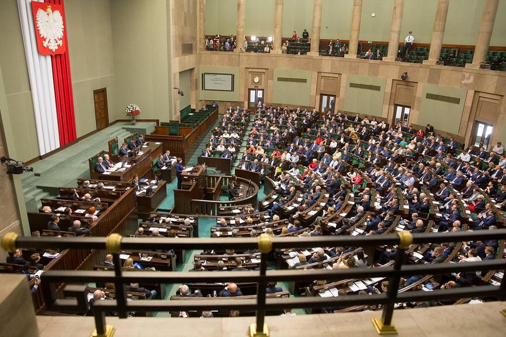 Podwyżki dla posłów i senatorów na prowadzenie biur