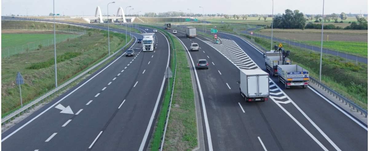 PHOTO: ZOFIA I MAREK BAZAK / EAST NEWS Wojewodztwo wielkopolskie wies Wozniki N/Z wezel komunikacyjny drogowy - DK15 , S5 , odnoga do autostrady A2