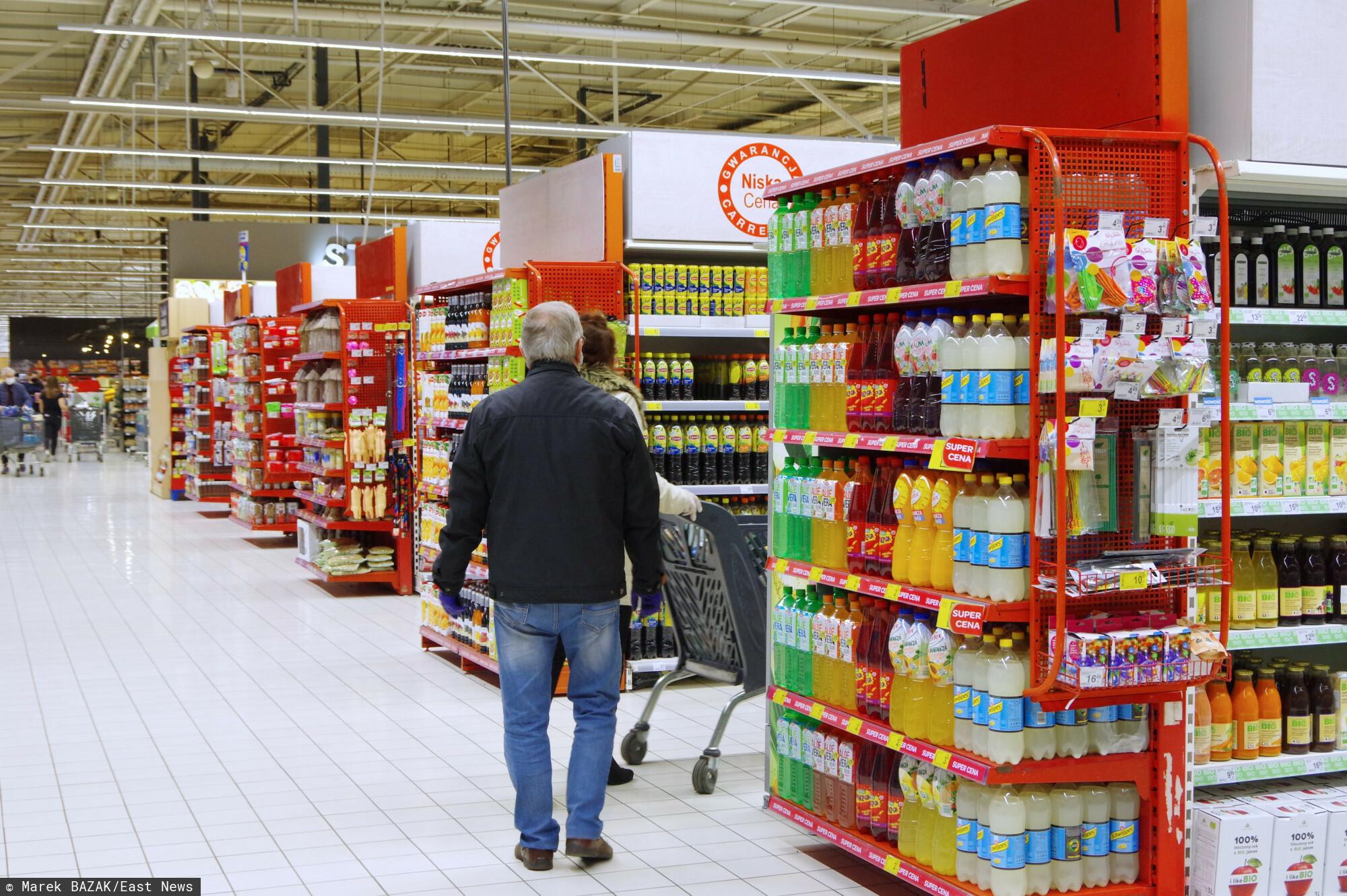 PHOTO: ZOFIA I MAREK BAZAK / EAST NEWS Warszawa N/Z Zakupy w hipermarkecie Carrefour