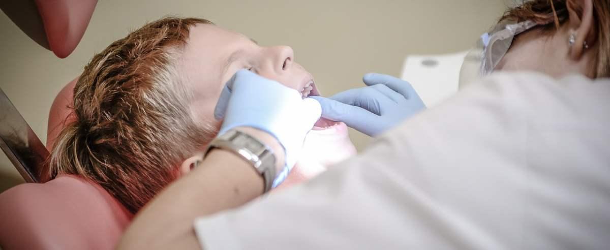 Dentysta w każdej szkole. Czy to dobry pomysł?