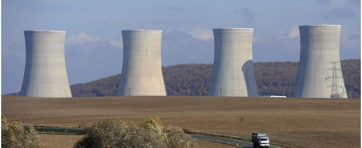 Steam cooling towers of the Mochovce nuclear power plant are seen on November 3, 2008 in southern of Slovakia between the towns of Nitra and Levice. The Slovak unit of the Italian firm Enel SpA started the construction of two new reactors at the Mochovce nuclear plant as the utility seeks to tap rising energy demand. AFP PHOTO/Samuel Kubani