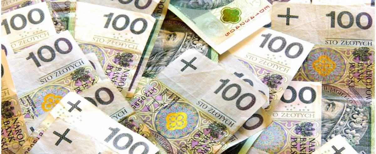 PHOTO: ZOFIA I MAREK BAZAK / EAST NEWS N/Z Banknoty Narodowego Banku Polskiego