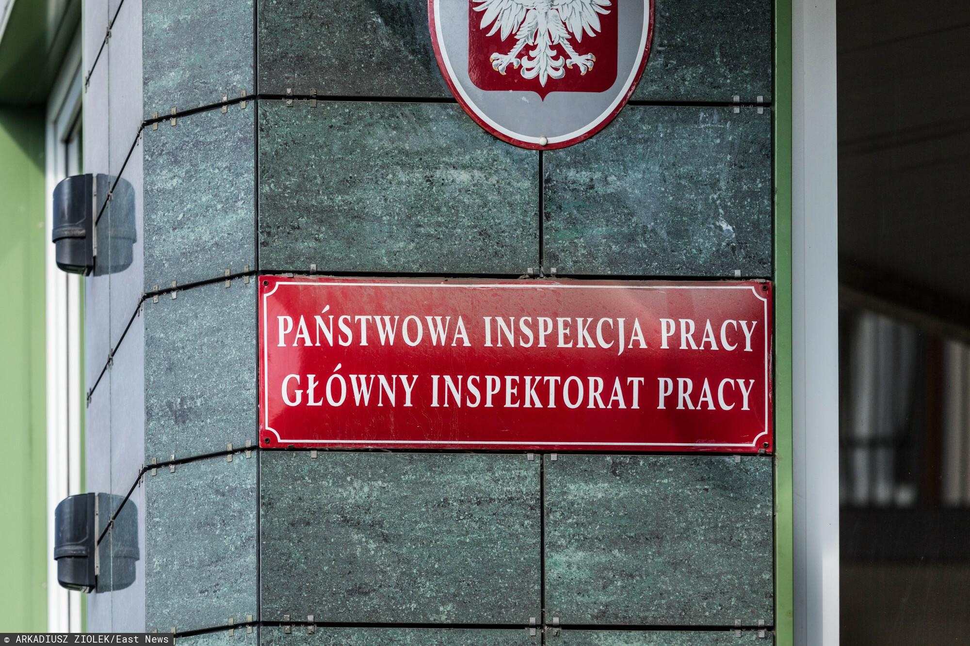 fot: Arkadiusz Ziolek/ East News. Warszawa 10.09.2020. n/z Tablica informacyjna Panstwowej Inspekcji Pracy - Glowny Inspektorat Pracy.