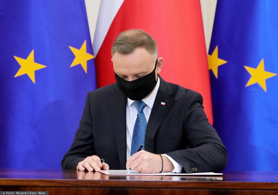 Prezydent Andrzej Duda podpisał ustawę ws. pensji w służbie zdrowia