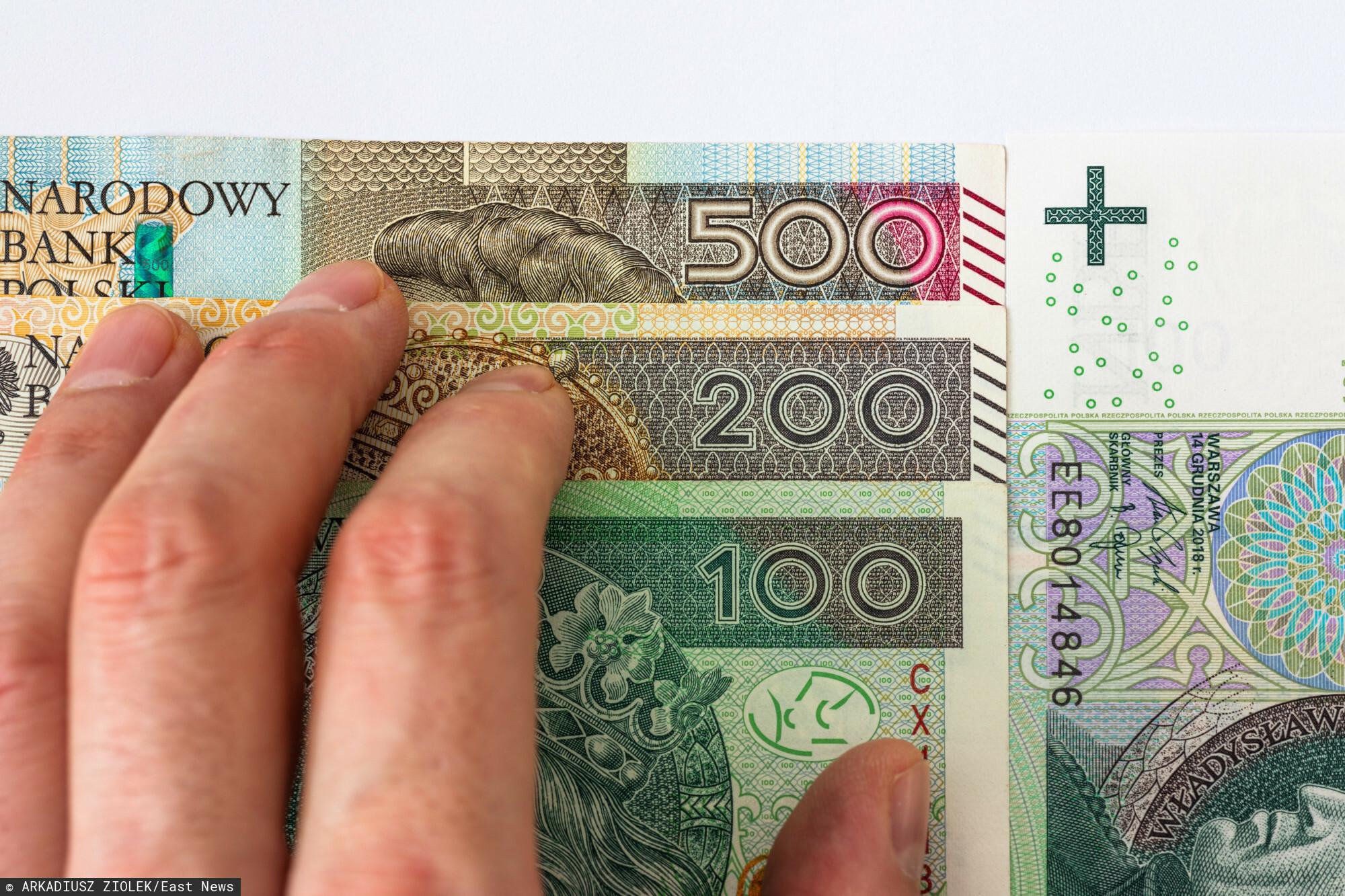Banknot Lech Kaczyński fot: Arkadiusz Ziolek/ East News