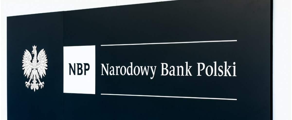 fot: Arkadiusz Ziolek/ East News. 10.05.2020. n/z Napis na siedzibie glownej NBP Narodowy Bank Polski.