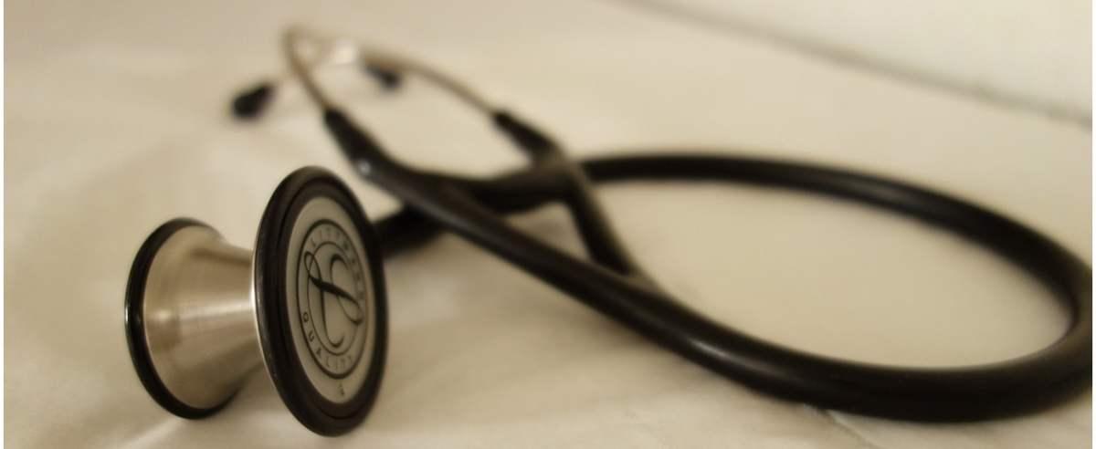 NFZ nie ma informacji w systemie o przyznanych dodatkach solidarnościowych. Pacjenci muszą mieć zaświadczenie.