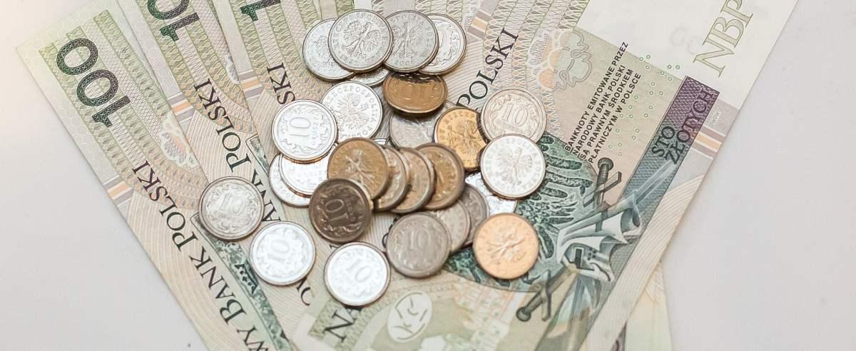 średnia krajowa zarobków