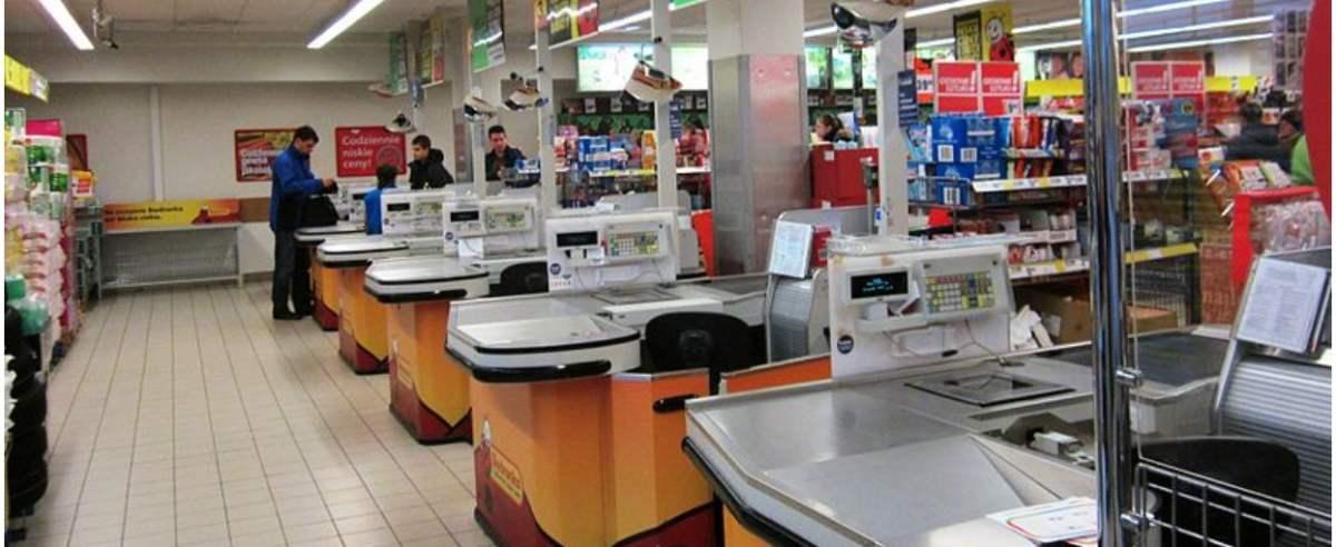 Ile zarabia kasjer w Biedronce?