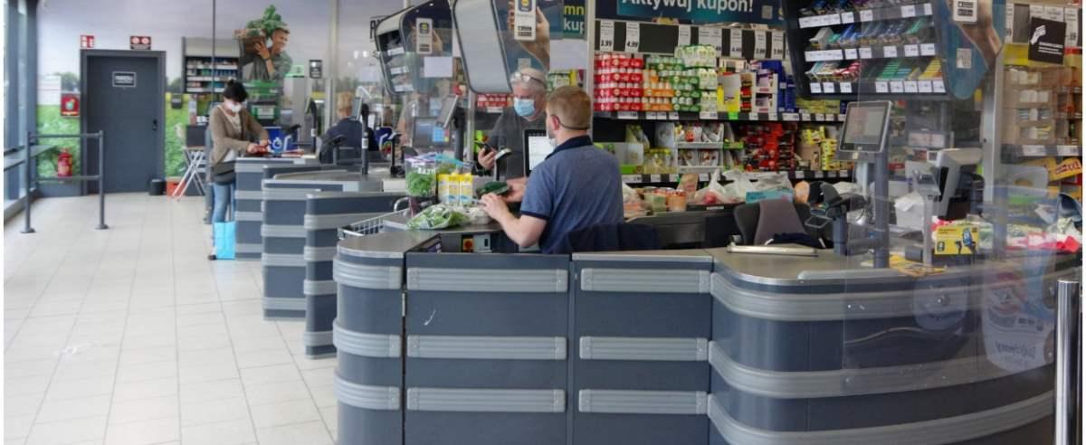 PHOTO: ZOFIA I MAREK BAZAK / EAST NEWS Niemiecki sklep dyskontowy Lidl - kasy