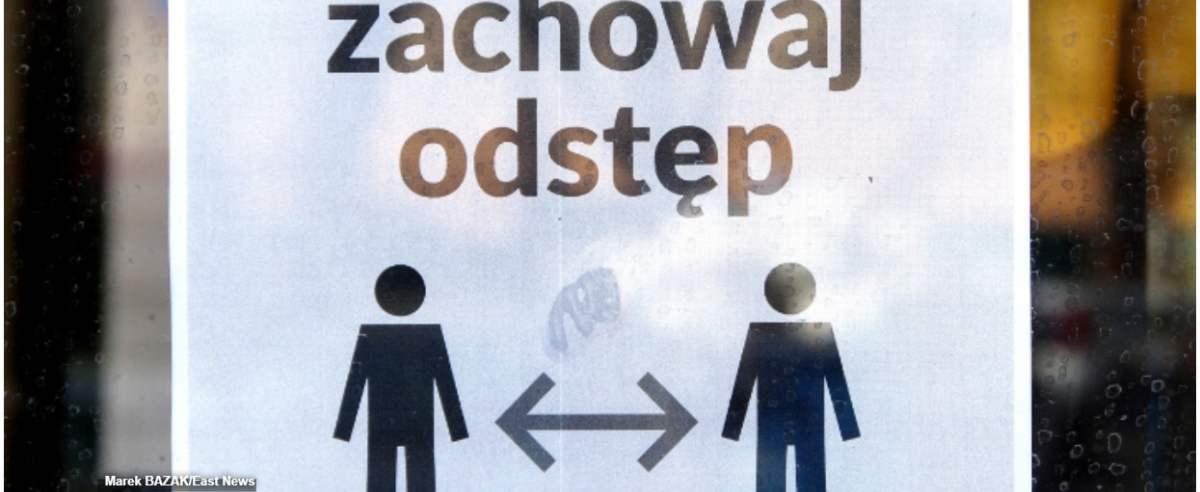 PHOTO: ZOFIA I MAREK BAZAK / EAST NEWS 30.03.2020. Epidemia koronowirusa w Polsce Warszawa N/z Srodki ostroznosci w komunikacji miejskiej - koniecznosc zachowania bezpiecznej odleglosci wsrod pasazerow
