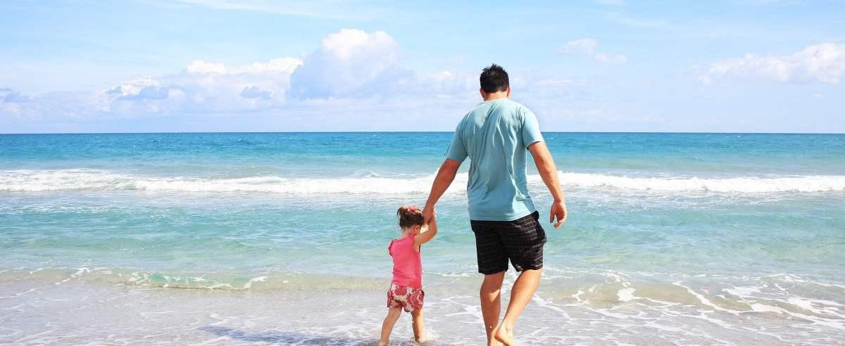 Opieka nad zdrowym dzieckiem – komu przysługuje płatne zwolnienie?
