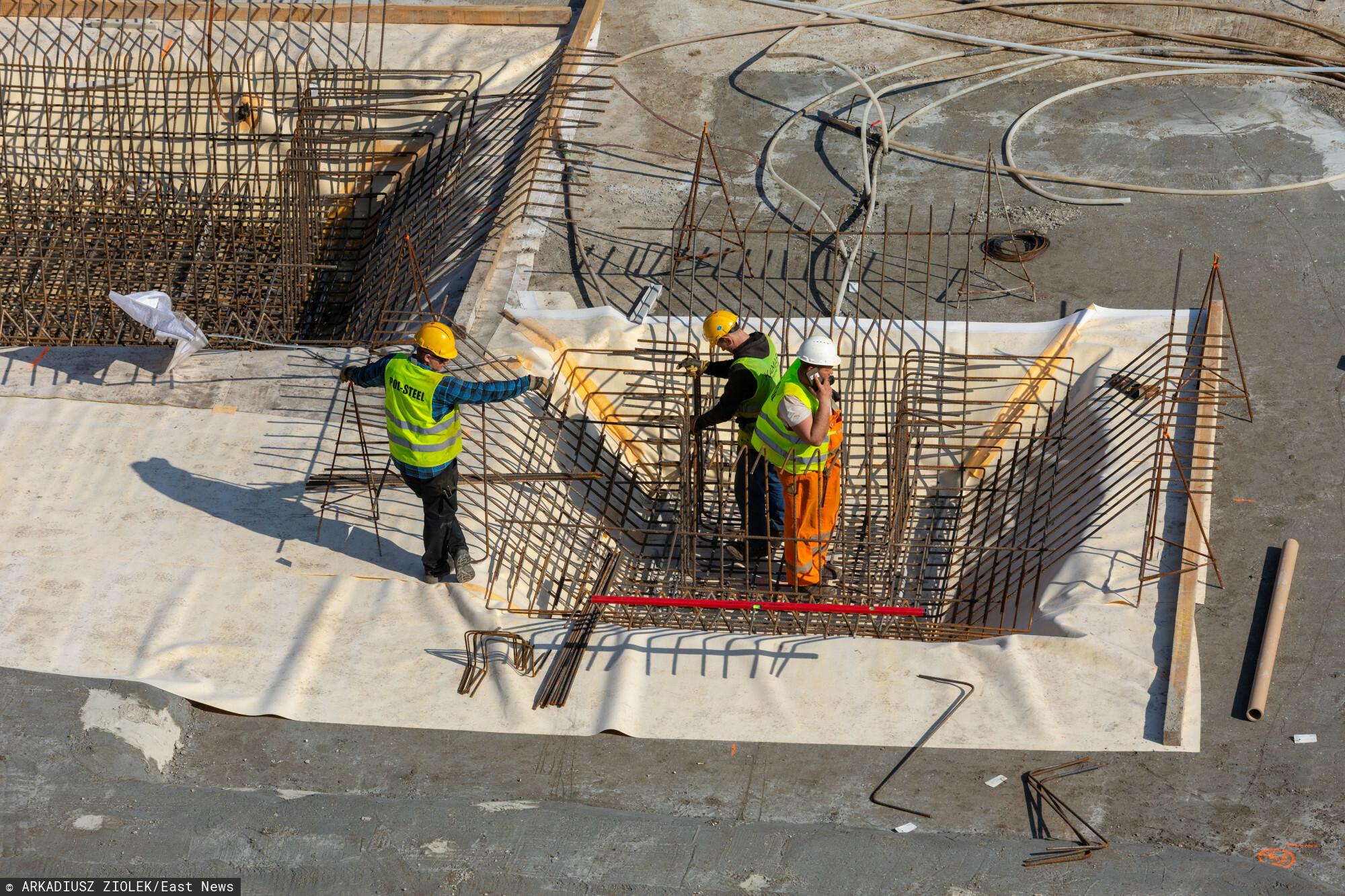 fot: Arkadiusz Ziolek/ East News n/z Budowa nowego budynku.