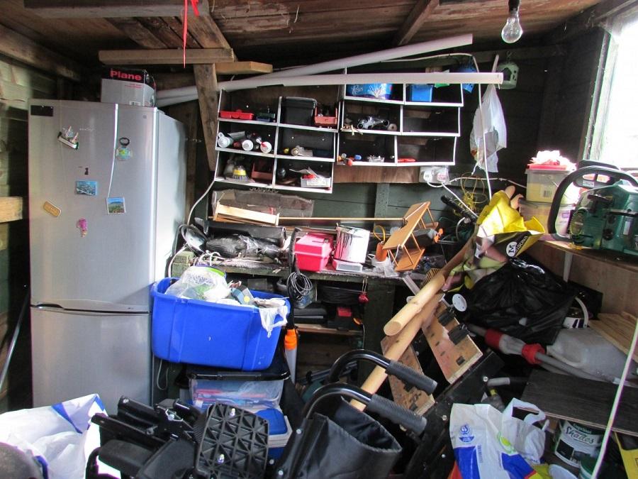 Burmistrz samodzielnie rozebrał garaż